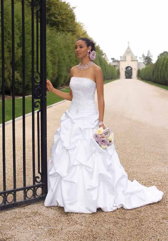 4 Tips for Choosing the Right Wedding Dress for Your Body Type ...